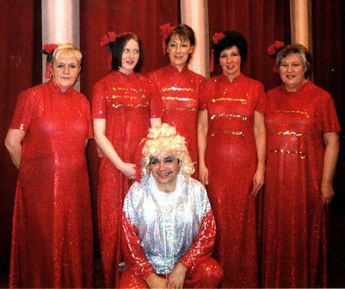 2000 Aladdin 05 (from left Ruth Kerrigan,Kerry Marie Thornton,Linda Ellis,Pauline Milner,Rita Hampton, front Ross Crowe)