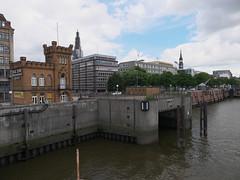 P1060132 (lychee_vanilla) Tags: port harbour hamburg hh hafen elbe hanse hansestadt maritim