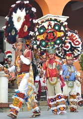 Danza de la Pluma Oaxaca Mexico (Teyacapan) Tags: costumes mexico oaxaca regalia danzantes dances zapotec tlacochahuaya danzadelapluma