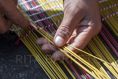 Esteira indígena (Rita Barreto) Tags: brasil artesanato matogrosso centrooeste artesanatoindígena kuikuro etniakuikuro índiosdomatogrosso índiosdoxingú parqueindígenadoxingú índiafazendoartesanato esteiraindígena esteiradeburitibordada artesanatodatribo