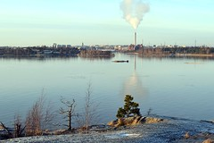 A view from Kruunuvuori towards Hakaniemi (Helsinki, 20120101) (RainoL) Tags: sea finland landscape geotagged helsinki january balticsea u helsingfors fin 2012 urbanlandscape uusimaa nyland kruunuvuori 201201 20120101 geo:lat=6017140800 geo:lon=2501130100