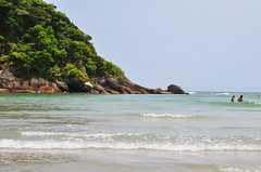 vacation TIME II (Ruby Augusto) Tags: sea beach mar rainforest rocks oceanbeach brasile mataatlântica bertiogasp litoralnortepaulista praiaoceânica praiadeguaratuba