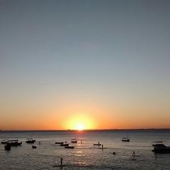 Farol (Robson Fagundes) Tags: sunset sea boats mar barcos silhouettes pôrdosol silhuetas