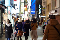 (  / Yorozuna) Tags: people japan night tokyo women shinjuku nightscape human   backshot       shinjukuward pentaxsmctakumar55mmf18