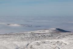 Islands In The Mist (RD400e) Tags: winter mist snow canon walking eos is derbyshire kinder edge mk2 5d usm ef peakdistrictnationalpark f4l 24105mm