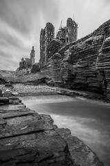 Castle Sinclair Girnigoe (Knipsbildchenknipser) Tags: bw castle scotland herbst sw schwarzweiss burg schottland blackandwithe sinclairgirnigoe