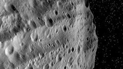 Riesige Rillen auf Vesta - Folge von Mega-Einschlgen am Sdpol (DLR_de) Tags: dawn dlr asteroid ceres vesta rillen einschlag zwergplanet grben planetenforschung framingcamera divaliafossa