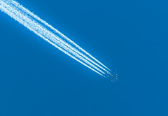 Calimero . . (Eduard van Bergen) Tags: blue sky white contrast speed plane lens flying high air airplanes jet himmel samsung whiskey commercial handheld whisky tele passing hull flugzeug overhead chemtrails calimero vliegtuig fuselage 200mm ois nx objective