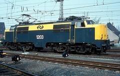 1203  Emmerich  09.04.81 (w. + h. brutzer) Tags: emmerich 12 eisenbahn eisenbahnen train trains railway niederlande holland elok eloks lokomotive locomotive zug ns webru analog nikon