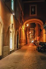 Callejeando por Roma, en la inmediaciones de la Piazza Spagna (Leandro Fridman) Tags: piazzaspagna roma calle urbano ciudad noche luces desierto italia nikon d60 nikond60