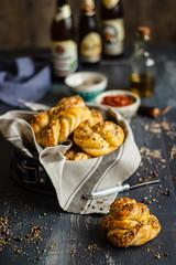 IMG_3218_exp-3 (Helena / Rico sin Azcar) Tags: bread pan knots panecillos mantequilla semillas seeds butter romesco salsa dip