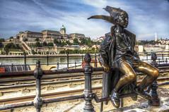 The little princess (bardaxi) Tags: budapest hungary hungra europa europe nikon hdr photomatix photoshop contraste perspectiva arteurbano urban escultura
