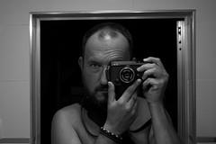 mirrorless selfie (pepe amestoy) Tags: blackandwhite portrait selfie indoor elcampello spain fujifilm xe1 voigtlnder color skopar 2535 leica m mount