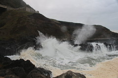Wave and blowhole at the spouting horn (rozoneill) Tags: cape perpetua creek cooks chasm spouting horn thors well oregon coast trail amandas siuslaw national forest florence yachats hiking