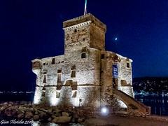 Rapallo, il Castello medievale (Gian Floridia) Tags: ligure liguria marligure rapallo tigullio bynight castello castle mare medievale notturno