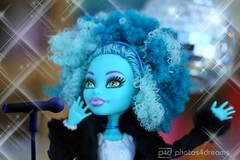 honey superstar (photos4dreams) Tags: portrait toy star photo doll photos pics afro singer superstar spielzeug puppe greenish kult pppchen afrolook honeyswamp grnlich photos4dreams photos4dreamz p4d monsterhighfashionphotoshootp4d