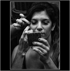 MAQUILLANDOSE (cuma 2013) Tags: portrait retrato xti 400d canon400d canonxti llamada2014