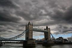 no te pongas dramtico (RalRuiz) Tags: greatbritain inglaterra england london thames ro towerbridge unitedkingdom nubes londres nublado tmesis reinounido londontower torredelondres granbretaa