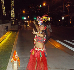 Just Another Night in Waikiki (jcc55883) Tags: hawaii fuji waikiki oahu streetperformer honolulu fujifinepix halekulani yabbadabbadoo kaliaroad finepixax660