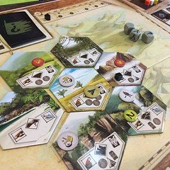 Voyage of the Beagle - ภาคเสริมของ Robinson Crusoe บอร์ดเกมช่วยกันเล่นที่ชอบมากเกมหนึ่ง เราเล่นเป็นคณะสำรวจที่ไปกับชาร์ลส์ ดาร์วิน เป้าหมายใน scenario แรกคือต้องเก็บสัตว์และพืชหายากให้ได้อย่างน้อย 16 คะแนน ออกแบบมาให้เล่นต่อกันเป็นแคมเปญยาว 5 scenario เล่