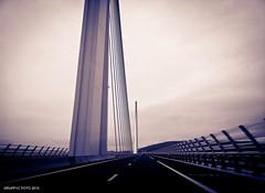 Viaduc de Millau (Graffyc Foto) Tags: bridge de noir foto samsung perspectives nb note galaxy pont autoroute et blanc a75 millau viaduc aveyron 2015 peage suspendu ouvrage haubans haubanner graffyc