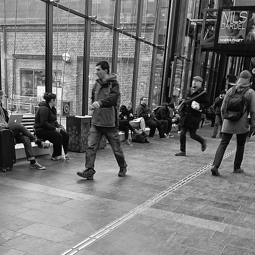 Hurry #streetphotography #commute #bw#igersmalmoe #visitmalmo