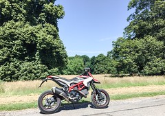 Ducati Hypermotard 821SP (Mike Turner) Tags: biker ducati nationaltrust bikeporn iphone hintonampner hypermotard susuwatari ducatisti ducatihypermotard ducatista bikerlife psexpress iphone6 instagram psexpressapp hypermotard821sp ducatihypermotard821sp 821sp