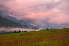 Am Geroldsee (mattinho2704) Tags: lake mountains fog clouds germany deutschland dawn see nikon nebel hiking wolken alpen sonnenaufgang wandern garmisch garmischpartenkirchen gebirge karwendel zugspitze partenkirchen wetterstein wettersteingebirge karwendelgebirge nikond300 geroldsee wagenbrchsee