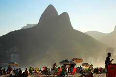 Dois Irmãos - RIO (Klauss Egon) Tags: rio riodejaneiro canon brasil brazil sun sol ipanema sunset pordosol golden light