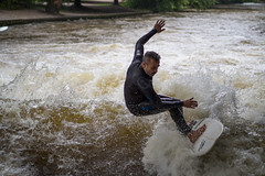 Surfeur - Englischergarten, Munich (Arnaud Gremillon) Tags: vague surf munich rivire eau portrait