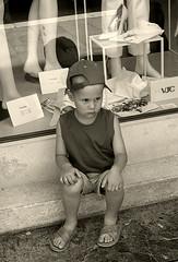 Ancora shopping! (shumpei_sano_exp4) Tags: shopping bravo child venezia canoneos350d bambino seppia themoulinrouge firstquality fotorubata fineartphotos infinestyle diamondclassphotographer flickrdiamond fataetoile cinziarizzo