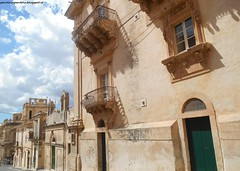 Noto (Parole in Pentola) Tags: street city italy streetart building art architecture buildings strada italia arte noto it sicily camilla baroque palazzo architettura palaces sicilia barocco sud citt palazzi paroleinpentola