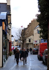 Some Sunday Shoppers In Kirkwall (orquil) Tags: uk winter weather islands scotland orkney december locals sunday shops pedestrians albertstreet kirkwall shoppers prechristmas hailstones thebigtree