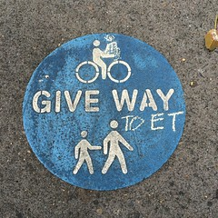 #GiveWay to #ET at Prince Alfred Park @cityofsydney #sign #chalk (TenguTech) Tags: sign square chalk sydney squareformat giveway et iphoneography instagramapp uploaded:by=instagram