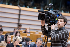 Camera man in the plenary of Brussels (European Parliament) Tags: brussels europa europe european belgium political union eu bruxelles parliament na leader session parlament parlement ep citizens parlamento 2014 plenary europen euroepan europeu parlamentul parlamentet europas europeo europos euroopan europisches europejski parlamentas parlaments eurpai parlamentti parlamente euroopaparlament eurostudio ewropeweuropees europsk parlamentil parlaimintn aheorpa vropski parlaimint heorpa