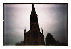 Another Red Thin Line [disposable camera #4] (Jordane Prestrot) Tags: jetable raedersheim église analog film jordaneprestrot disposable desechable church iglesia argéntico dark sombre oscuro