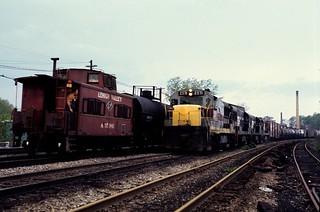 CR U25B 2571 eb meets LV Caboose CP30/CP367 Rochester 5/76