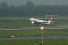 IMG_0377 (Benedikt Lang) Tags: planespotting airport germany dus eddl aircraft morning rain night 4u6903 a320211 daiqs duscgn gwi6903 dsseldorf nordrheinwestfalen deutschland de