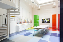 Altro Showroom London 2016-Altro Whiterock White-Altro Whiterock Chameleon-Altro safety flooring-41 (Altro USA) Tags: white walls showroom retail orange green generalareas chameleon blue whiterock