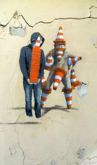 Les e-cnes de Belleville (Robert Saucier) Tags: streetart stencil graffiti cones mur wall orange cnes beige crme craques fissures belleville img8725 capuchon hoodie