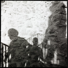 (Nοούμενoν) (Robbie McIntosh) Tags: hasselblad hasselblad500cm carlzeissdistagon50mmf4ct 120 mediumformat 6x6 square negative film filmisnotdead moyenformat mittelformat medioformato pellicola selfdevelopment dyi homedevelopment bw blackandwhite monochrome fujineopanacros fuji neopan acros shadow arsimagofd