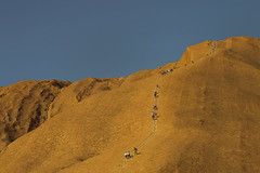 DSC07568 (slackest2) Tags: uluru ayres rock sandstone red anangu aboriginal people chain fence