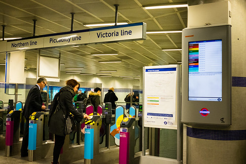 "Kings Cross, London • <a style=""font-size:0.8em;"" href=""http://www.flickr.com/photos/22350928@N02/30368146842/"" target=""_blank"">View on Flickr</a>"