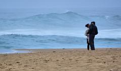Simply love and sea (Sante sea) Tags: ocean people love kiss oceano portogallo portugall