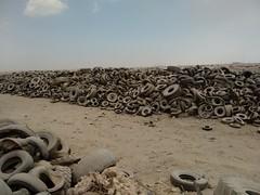 2014-11-06 12.52.22 (felipefonseca) Tags: trip junk tires fieldtrip lixo qatar craftsmen gambiarra vcuq repairmen mfavcuq