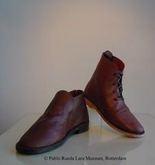 """schoenen+laarsen-shoes+boots-zapatos+botas (Pablo Rueda Lara 1945-1993) Tags: realistisch realistic realistichkeramiek realisticceramic""""keramische schoenen"""" """"ceramic schoenen""""""""keramisch leer""""""""ceramic leather""""museumvoorkeramiek museodeceramica ceramicmuseum pabloruedalaramuseumpabloruedalara pablo rueda lara keramiek ceramica ceramics museumvoorkeramiekpabloruedalara pabloruedalara museumpabloruedalara realisticceramicrealismoceramico ceramic """"keramisch leer"""" """"ceramic leather"""" ´cuero ceramico´ """"keramieken schoenen en laarzen"""" shoes boots"""" ´botas y zapatos ceramicos´"""
