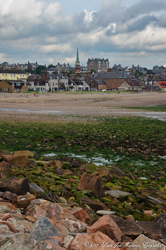 "Stonehaven - Low Tide • <a style=""font-size:0.8em;"" href=""http://www.flickr.com/photos/26679841@N00/15994641496/"" target=""_blank"">View on Flickr</a>"