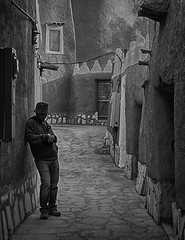 Street of Ushaiger (empin) Tags: saudi handicrafts riyadh saudiarabia ushaiger pinoyphotographer janadriyahfestival sauditourism ushaigervillage delfindurante delfinpdurante saudicolors saudicustomsandtraditions saudihandicrafts
