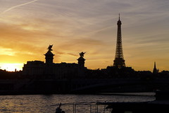 Paris (denismartin) Tags: bridge sunset sun paris seine architecture louvre toureiffel pont sunsetlight pyramide beaugrenelle denismartin