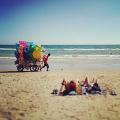 Tipi da spiaggia (Jekyll283) Tags: sea summer beach italia mare estate spiaggia lazio sabbia capratica instagram instagramapp